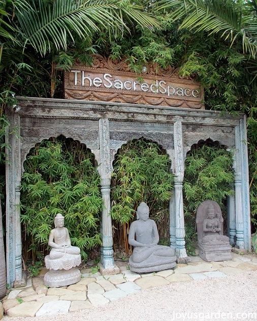 An Enchanted Balinese Style Garden - |