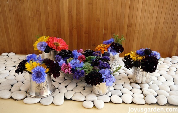 Simple centerpiece ideas using garden flowers
