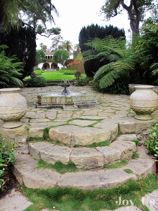 A fountain at Casa del Herrero house and garden
