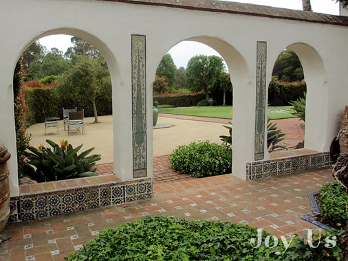 Gorgeous archways at Casa del Herrero house and garden