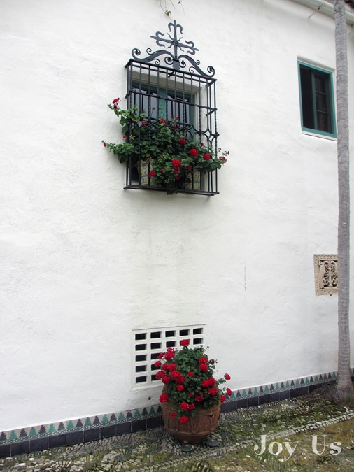 Gorgeous window at Casa del Herrero house and garden