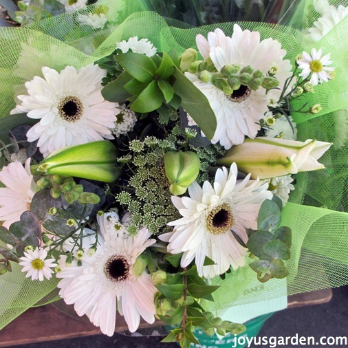 Beautiful arrangement with daisies