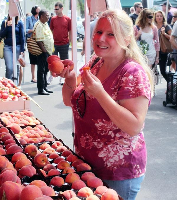 Debbie buying peaches