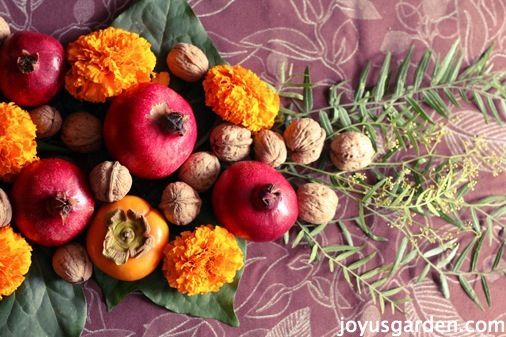 A Quick, Inexpensive  Thanksgiving Centerpiece Your Guests Will Love