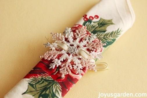 Festive snowflake napkin ring