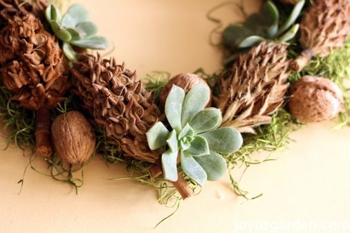 10 DIY Ornaments Your Christmas Tree Will Love