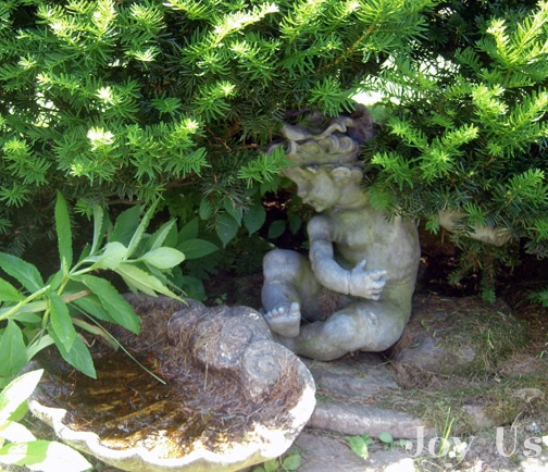 Garden statues at Bellamy-Ferriday House & Garden