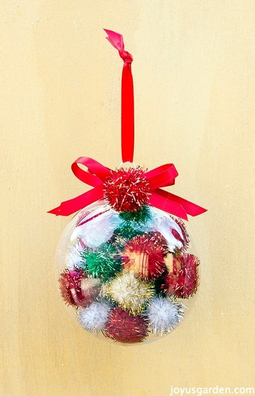 10 diy ornaments your christmas tree will love. Black Bedroom Furniture Sets. Home Design Ideas