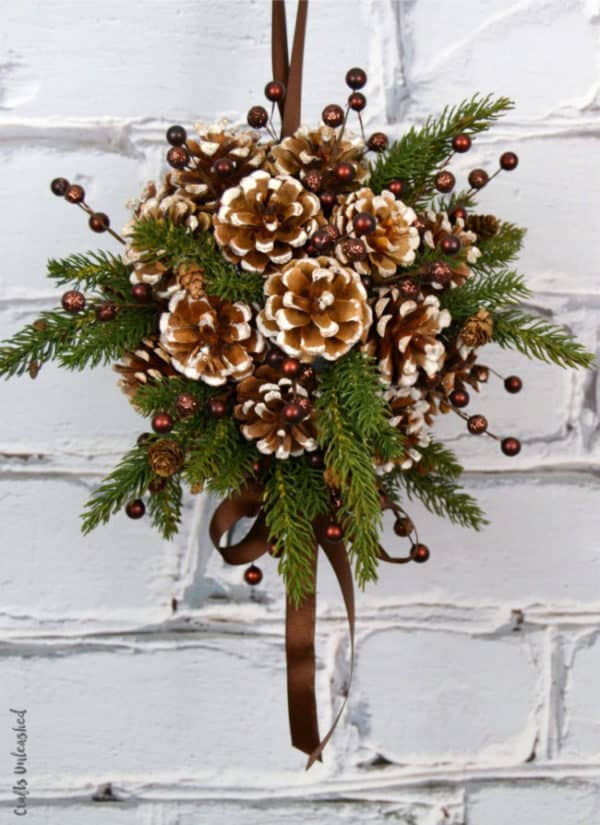10 holiday decor projects using pinecones - How To Decorate Pine Cones For Christmas Ornaments