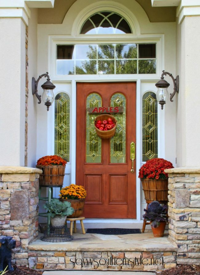 Saavy Southern Style fall porch